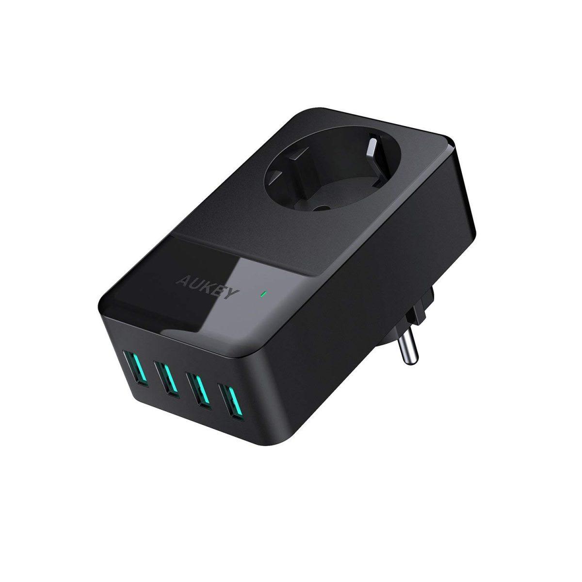 Cargador de 4 USB y toma convencional de Aukey